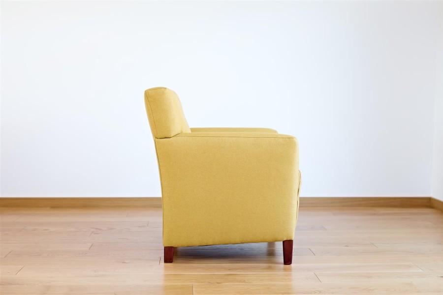 Geltonas fotelis